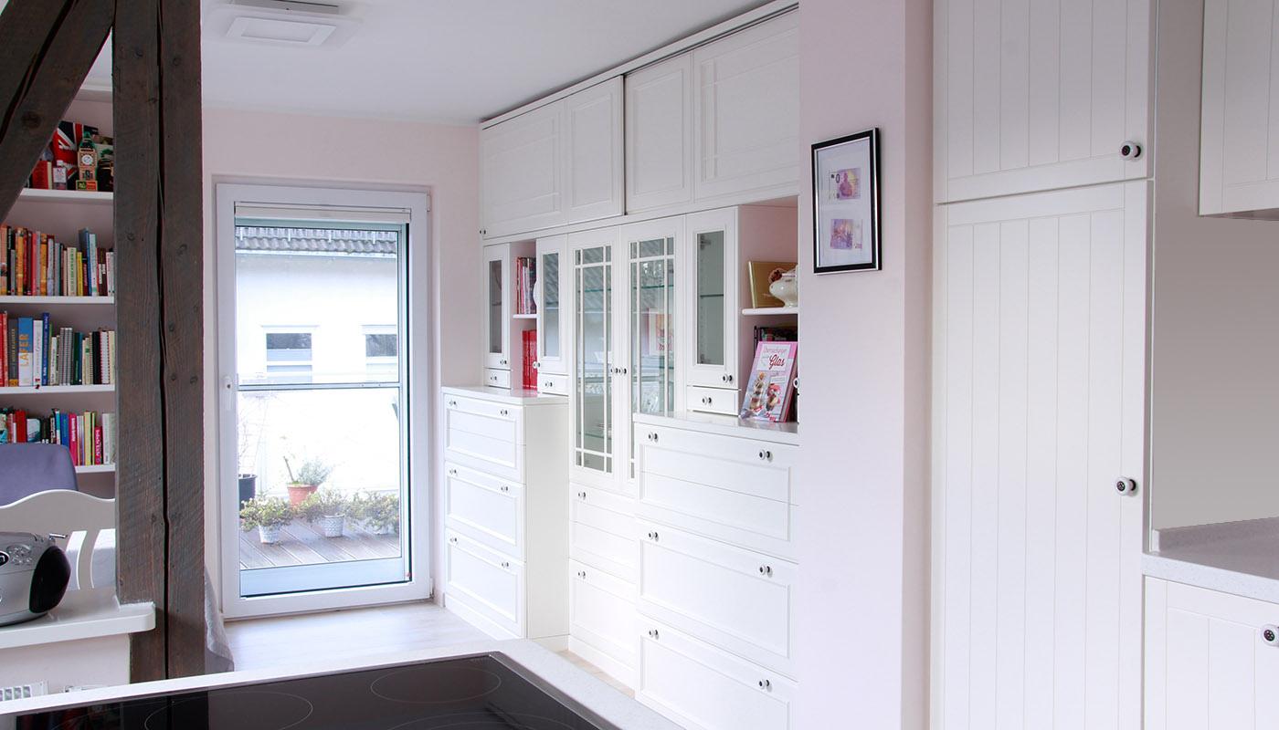 Wohnzimmereinrichtung - Komplette Schrankwand mit Schubkästen, Glastüren, Holztüren und Schiebetüren
