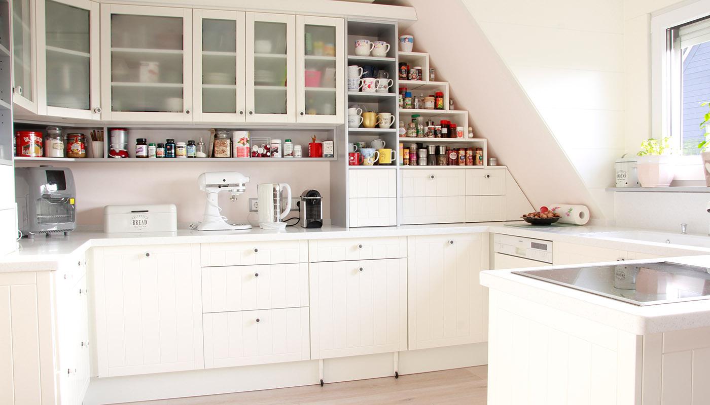 Küche - Privatkunde - Nach Maß, jeder Raum wird ausgenutzt. Nach Kundenwunsch angefertigt