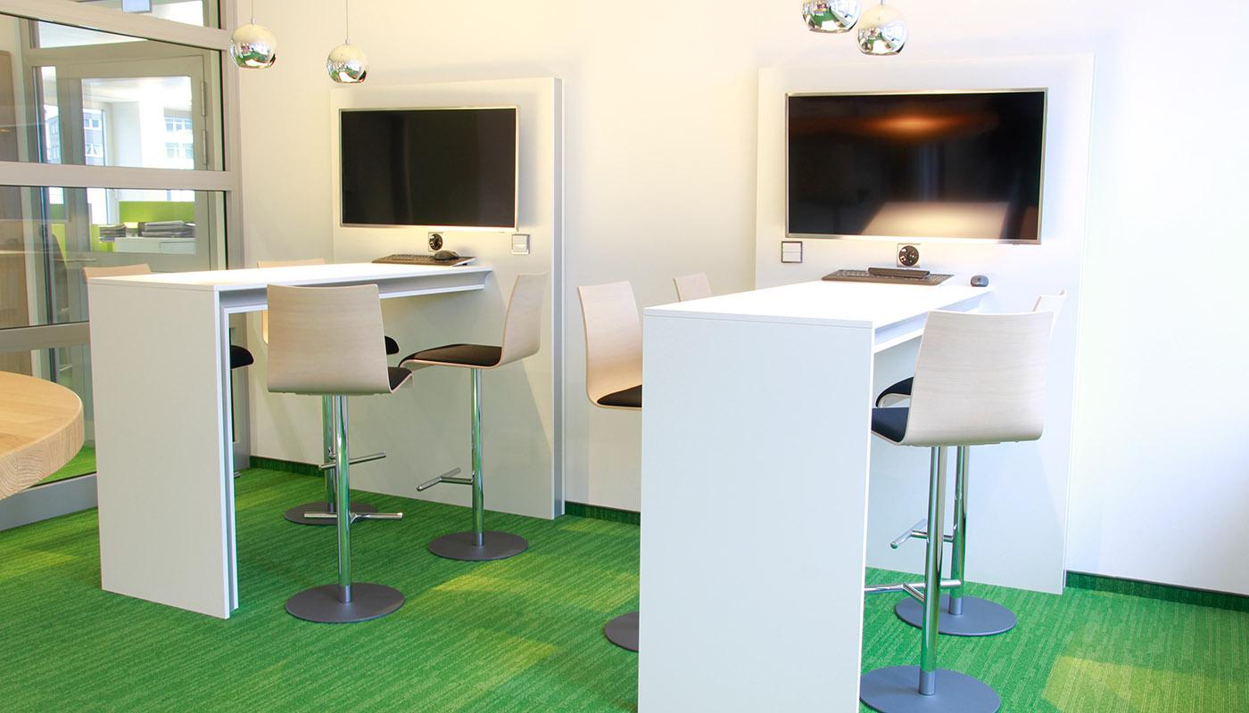 Schreibtische - Besprechungsräume - Arbeitstische für spezielle Anwendungen